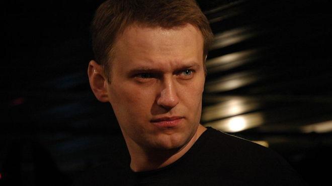«Лежу голодный, но пока с двумя ногами». Навальный в колонии объявил голодовку и требует допустить врача
