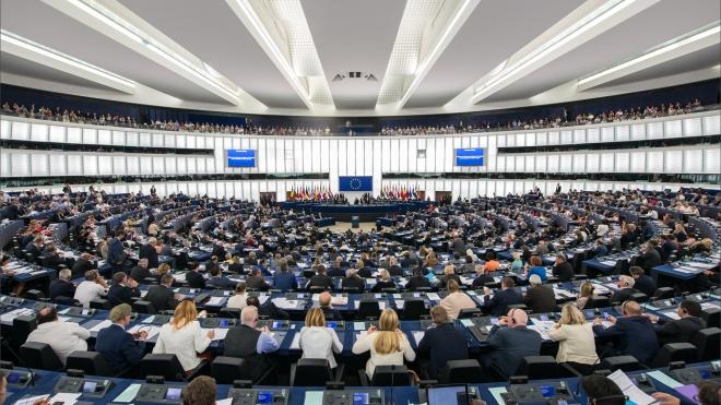 Европарламент призвал добавить в «акт Магнитского» санкции за коррупционные преступления