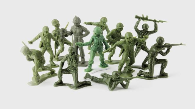 В США начнут выпускать игрушечных солдатиков-женщин. Об этом просили ветераны и 6-летняя девочка