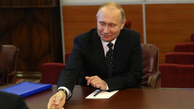 Путин подписал закон, который позволяет ему выдавать российское гражданство иностранцам из государств с вооруженными конфликтами