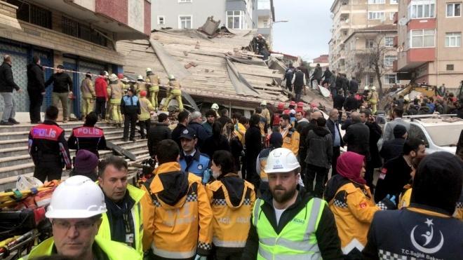 В Стамбулі обвалилася будівля, є жертви