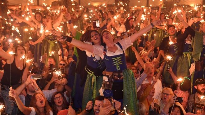 Влада Мюнхену заборонила алкоголь на території «Октоберфесту» попри те, що сам фестиваль скасували ще раніше