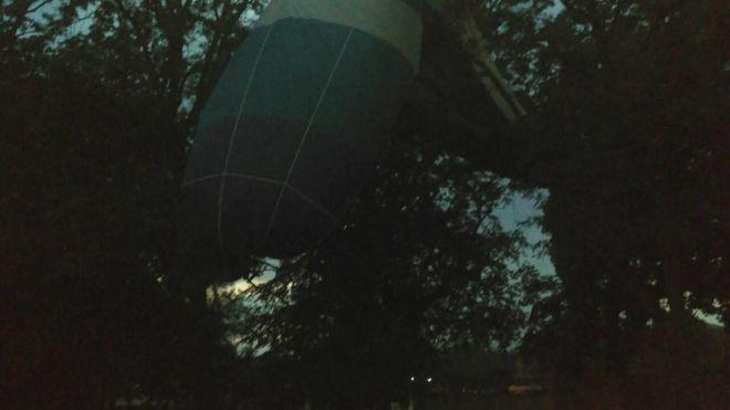 Воздушный шар с людьми упал на дерево в Кировоградской области. Фото и видео с места ЧП