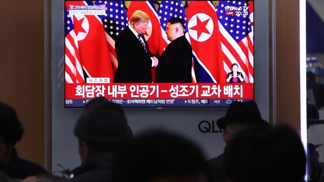 Пожали руки и пошли на закрытый ужин: в Ханое встречаются Дональд Трамп и Ким Чен Ын