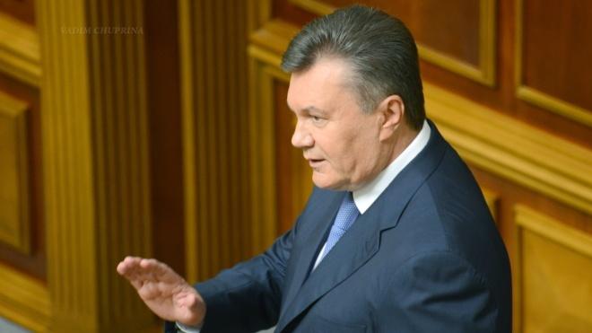 Адвокат: Янукович обездвижен и с больничной койки участие в суде принимать не будет