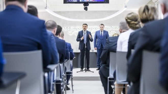 Кабмин уволил с должности и. о. министра агрополитики Мартынюка.На его место назначена Трофимцева