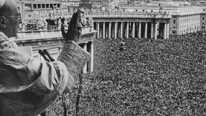 Историки нашли в рассекреченных архивах Ватикана доказательства, что Папа Пий XII мог замалчивать Холокост во время Второй мировой.  Но более детальным исследованиям помешал коронавирус