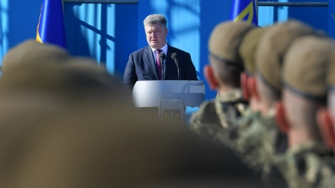 Президент Порошенко подписал закон о военном положении в Украине