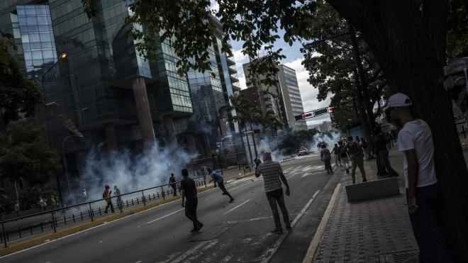 Протести у Венесуелі: під час зіткнень загинули 16 людей, серед них — підліток
