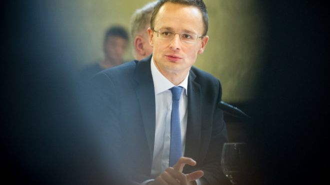 Паспортный скандал: Венгрия угрожает еще сильнее замедлить интеграцию Украины в ЕС