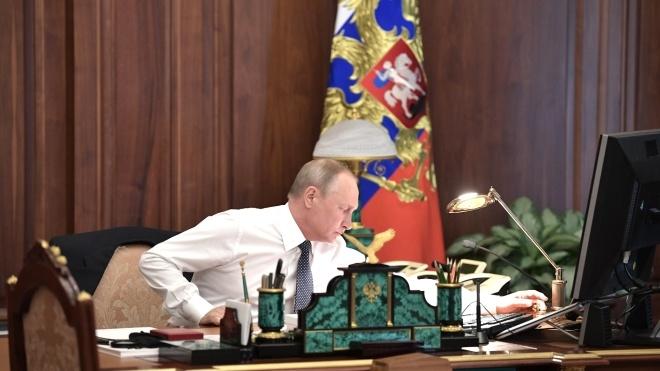 «Серйозно занепокоєний». Путін відреагував на введення воєнного стану в Україні
