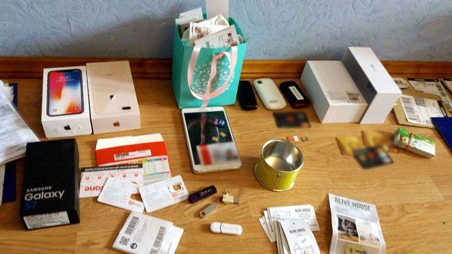 В Харькове задержали мошенников, которые продавали несуществующую мебель. Они обманули 150 человек