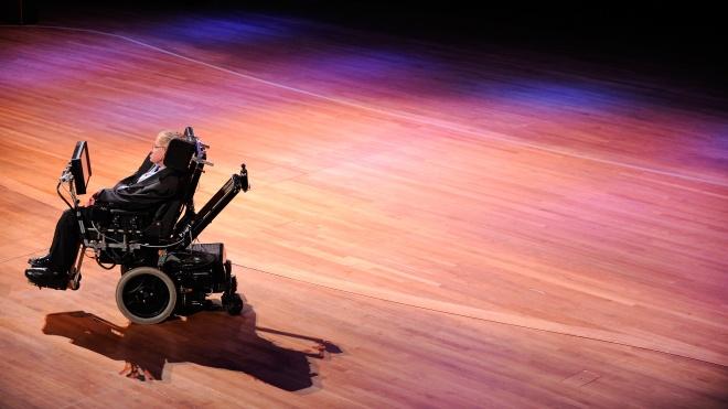 Инвалидное кресло ученого Стивена Хокинга продали на аукционе. В 30 раз дороже начальной цены