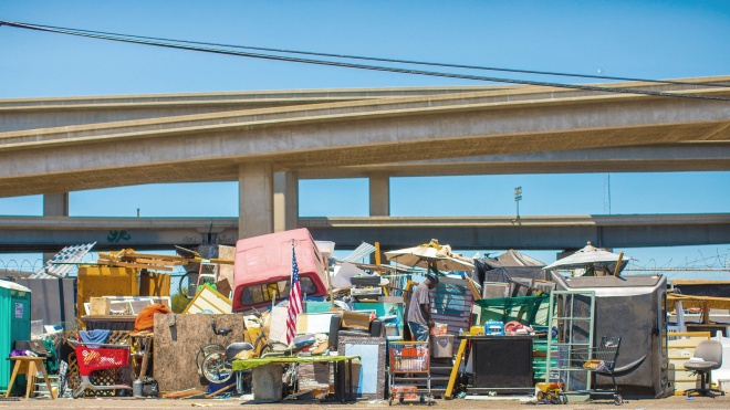 Трампа возмутили бездомные в Калифорнии, которые живут в палатках. Он заявил, что они мешают жителям и разносят болезни