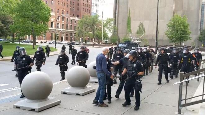 Конгресс США объявил планы широкой реформы полиции. Копов могут лишить иммунитета от ответственности за правонарушения