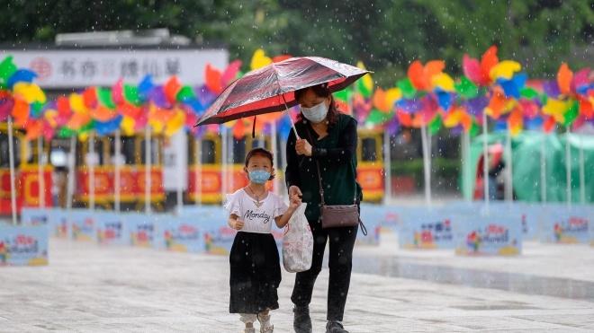 Китай отменил штрафы за рождение трех детей в семье и начинает бороться со старением населения