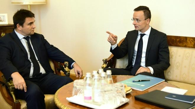 Паспортний скандал: Угорщина заявила, що не буде відкликати консула із Закарпаття