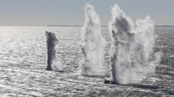 Россия обстреляла и захватила украинские катера в Азовском море. Президент попросил Верховную Раду ввести военное положение.  Что происходит?