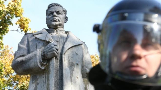 ОУН собралась «декоммунизировать» памятник Ватутину в Киеве в День защитника Украины. Полиция будет его охранять