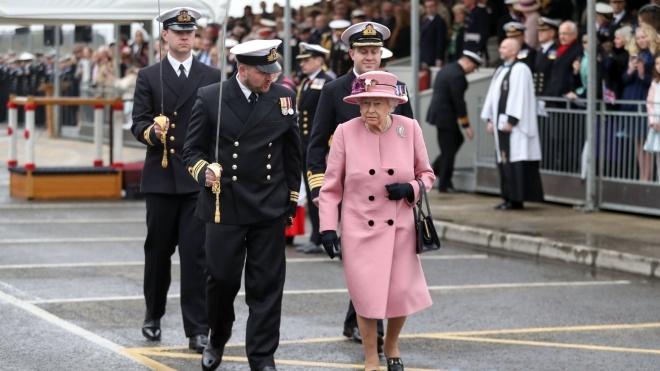 Daily Mail: Королева Великої Британії Єлизавета готується відійти від справ. Вона планує зробити регентом принца Чарльза