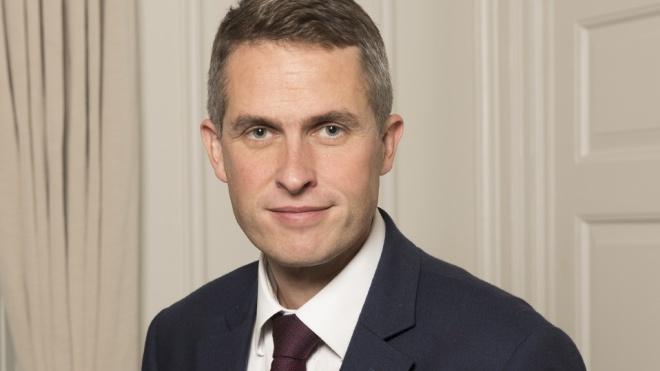 Міністра оборони Великої Британії звільнили через витік даних про участь Huawei у будівництві мереж 5G