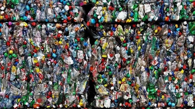 ЄС планує відмовитися від пластикового посуду з 2021 року