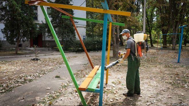 Іржа на деревах і посуді, їдкий запах у повітрі. У анексованому Криму зупинили завод «Кримський титан» за перевищення викидів