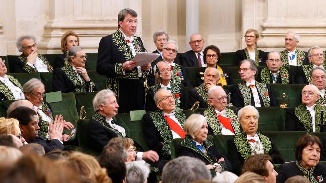 Французька академія три роки не може обрати чотирьох членів, яких бракує. Два нобелівських лауреати і Мішель Уельбек її не влаштовують — переказуємо матеріал NYT