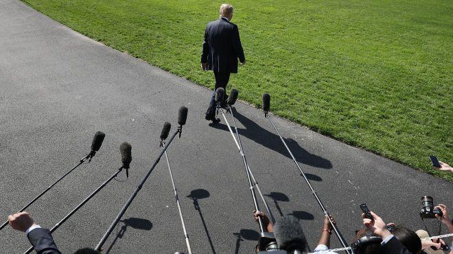 Трамп відмовився їхати на Всесвітній економічний форум у Давосі, звинувативши в усьому демократів. Замість нього поїде міністр фінансів