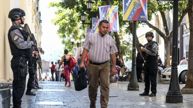 Військовим Венесуели наказали не випускати судна з морських портів