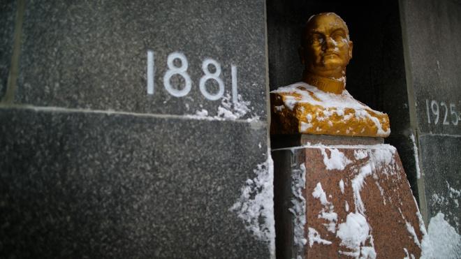 В Україні збереглася мумія Котовського (але це не точно). У його усипальницю нікого не пускають, але нам вдалося туди проникнути — репортаж theБабеля