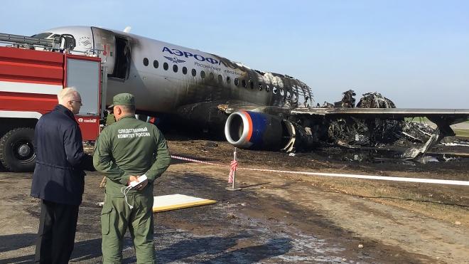 f91df2fb17c81 В «Шереметьево» сгорел лайнер Sukhoi Superjet компании «Аэрофлот»: 41  человек погиб