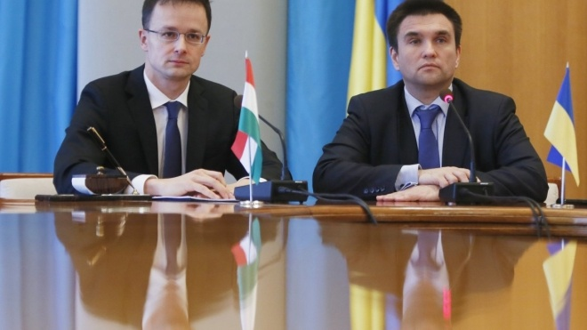 Угорщина запропонувала Україні укласти угоду про захист прав нацменшин і дати грошей на дороги