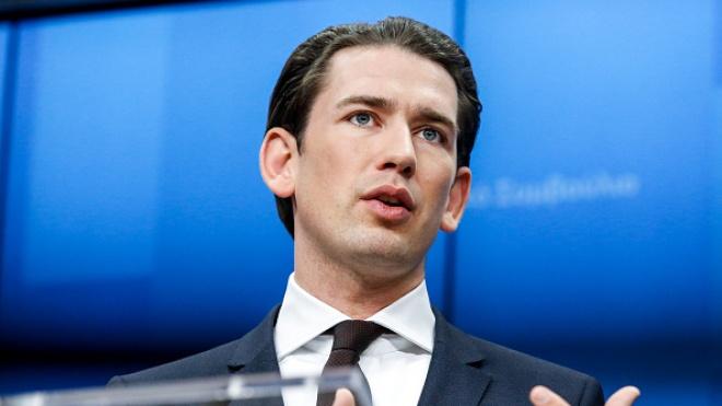 В Вене силовики обыскали офис канцлера Курца по подозрению в коррупции. Он находится под следствием