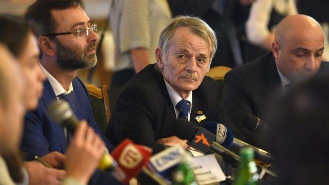 Россия требует прибытия лидера крымскотатарского народа Джемилева на суд в Крым, хотя сама запретила ему туда въезд