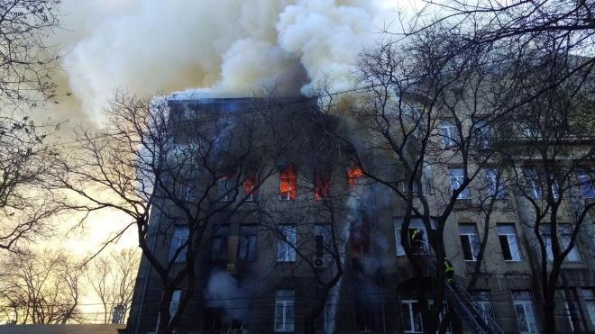 В Одесі третю годину горить коледж, вогонь охопив 2000 м. кв. будівлі. Більш ніж десять потерпілих, загинула студентка