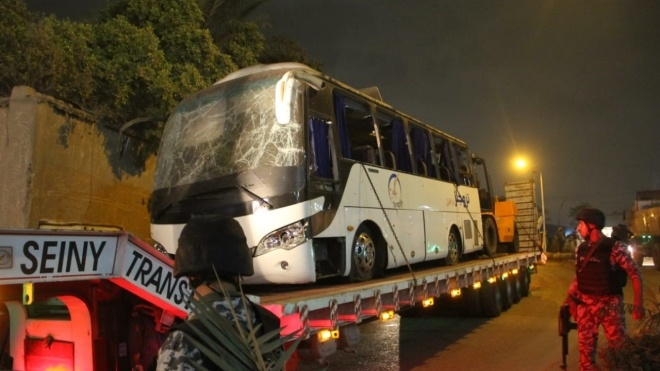 Рядом с пирамидами Гизы в Египте взорвали туристический автобус. Двое погибших