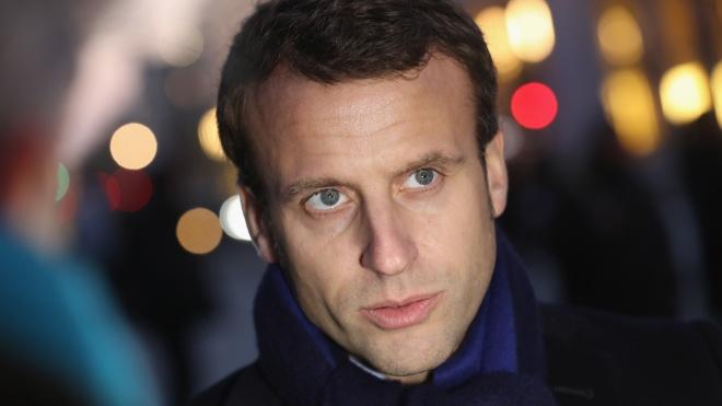 Макрона ударили по лицу во время визита на юг Франции