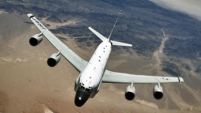 Самолет-разведчик США патрулирует аннексированный Крым