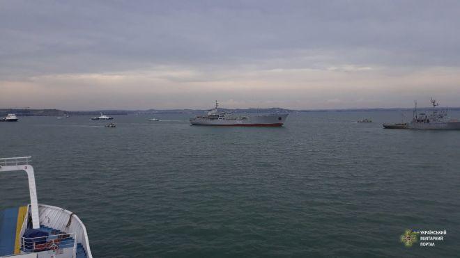 Кораблі ВМС України прибули в Маріуполь. Серед них — два артилерійські катери
