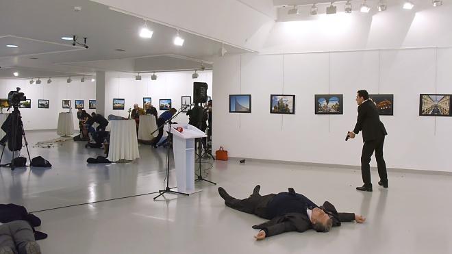 Туреччина звинуватила 28 осіб у вбивстві посла Росії Карлова. Замах на дипломата планували ще за півроку до злочину
