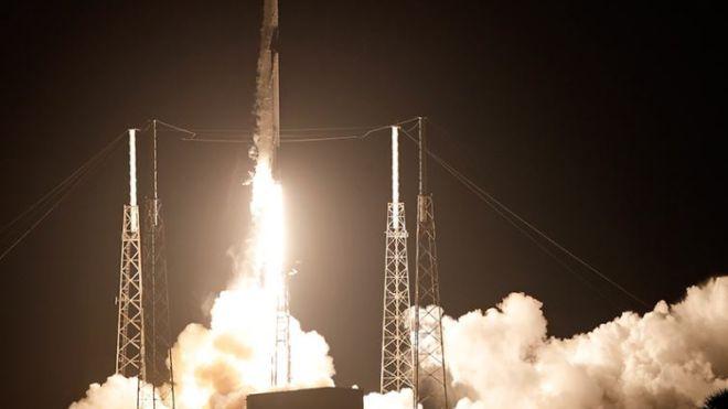SpaceX вывела на орбиту 6-тонный спутник. Ракета вернулась на платформу Of Course I Still Love You
