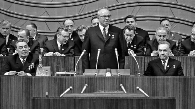 55 лет назад триумвират Брежнев — Косыгин — Подгорный сверг Никиту Хрущева. Вспоминаем о партийных интригах и роли в них руководства УССР — в архивных фото