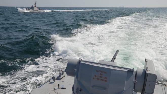 Російські катери обстріляли українські кораблі в районі Керченської протоки, є поранений