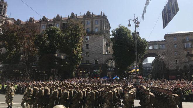 ЗСУ вперше в історії вітали парад гаслом «Слава Україні!»