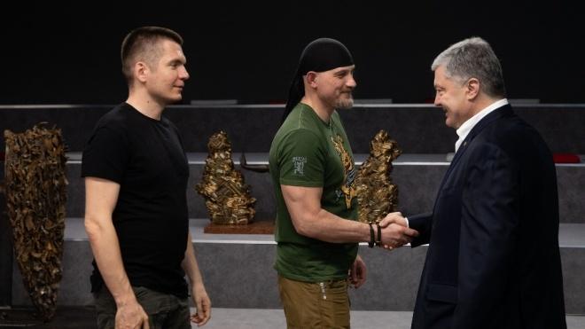 Порошенко передасть фондам, які допомагають армії, 1,75 млн гривень