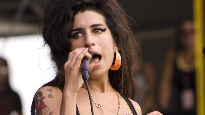 Організатори скасували світове турне голограми співачки Емі Уайнхаус