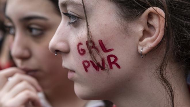 Против сексуального и расистского насилия. Накануне 8 марта по Милану прошли сотни студенток