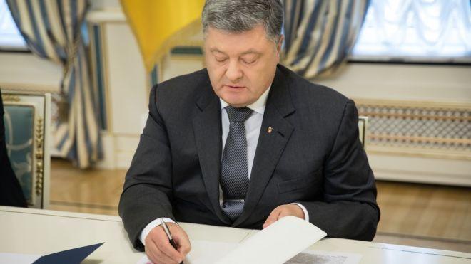 Украина прекращает договор о дружбе с Россией. Порошенко ввел в действие решение СНБО