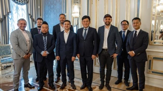 Зеленський запросив до Національної інвестиційної ради засновника японської компанії, яка володіє Viber. Той погодився